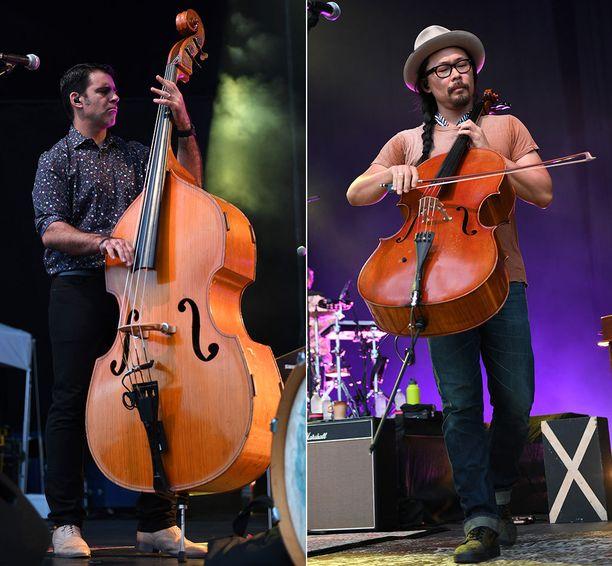 Kontrabasso (vas.) ja sello ovat huomattavan erikokoisia soittimia. Kuvituskuvat yhdysvaltalaisyhtye The Avett Brothersin konsertista heinäkuulta.