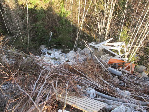 Jätteen määräksi on arvioitu noin 3000 tonnia.