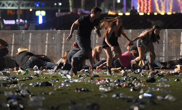Las Vegasin ampuja oli suunnitellut iskunsa huolellisesti ja hän käytti sarjatulella ampuvia aseita.