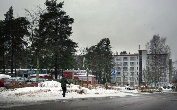 Loton ennätyspotin voittaja osti voittokuponkinsa tasakattoisesta punaisesta rakennuksesta Lohjan Roution kaupunginosasta. Siellä sijaitsee MK Market Routionmäki.
