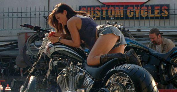 Megan Fox nähtiin vielä Tranformers 2-elokuvassa Mikaela Banesin roolissa.