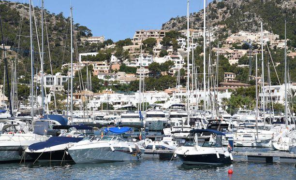 Asuinalue sijaitsee rauhallisessa kalastajakylässä Mallorcan lähistöllä.