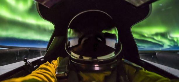 Lentäjä ehti ottaa jopa selfien.