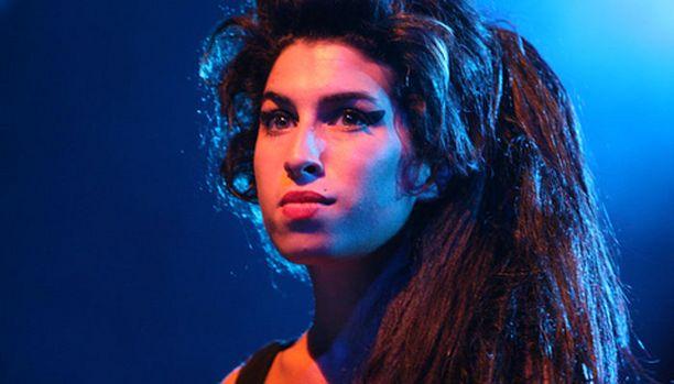Amy Winehousen häät yllättivät.