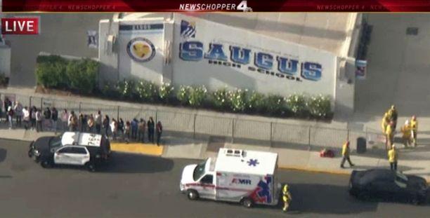 Ampuminen alkoi ennen koulupäivän alkua Saugusin lukiossa Santa Claritassa.
