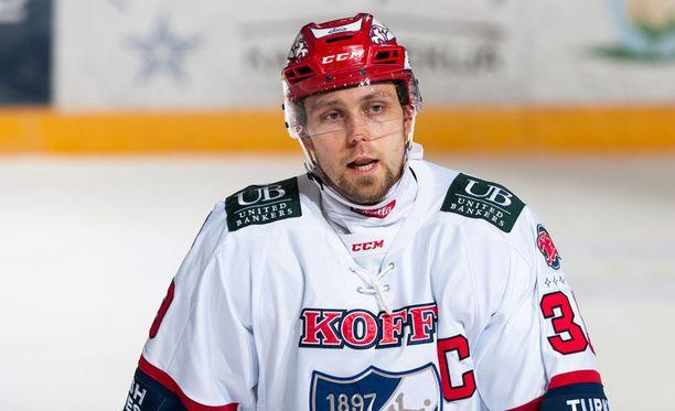 Arttu Luttinen on pelannut finaaleja Bluesin ja Pelicansin paidassa. Nyt hän kipparoi HIFK:ta kohti kultaa.