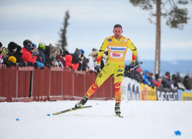 Joni Mäki piti Suomen cupin johtajan keltaista liiviä kauden alusta Rukan lauantain finaaliin asti.