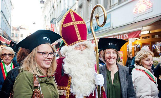 Pyhää Nikolaosta julitaan Brysselissä Belgiassa. Hollannissa ja Belgiassa lahjat jaetaan jo 5. joulukuuta.