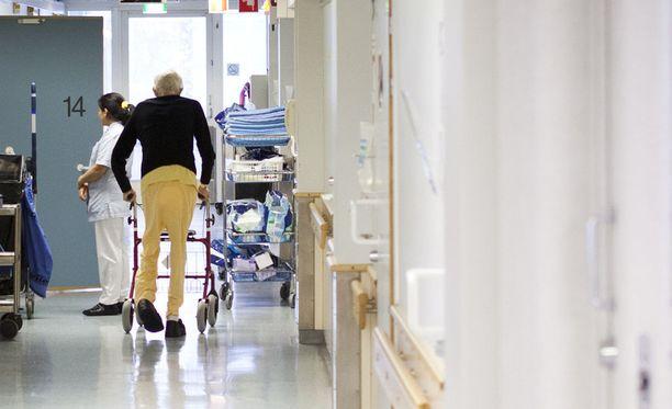 Omaisten mukaan muistisairaan 72-vuotiaan miehen tila päästettiin Turun kaupungin hoitolaitoksissa hengenvaarallisen huonoksi. Kuvituskuva ei liity tapaukseen.
