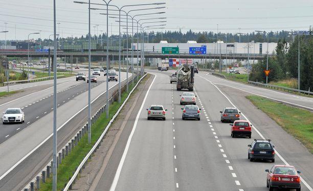 Ministerissö tehdään selvitystä autoilun kustannuksista.