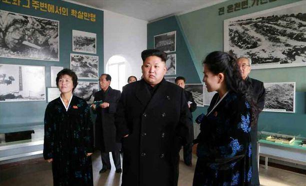Kim Jong-un vieraili tiistaina museossa Sinchonissa.