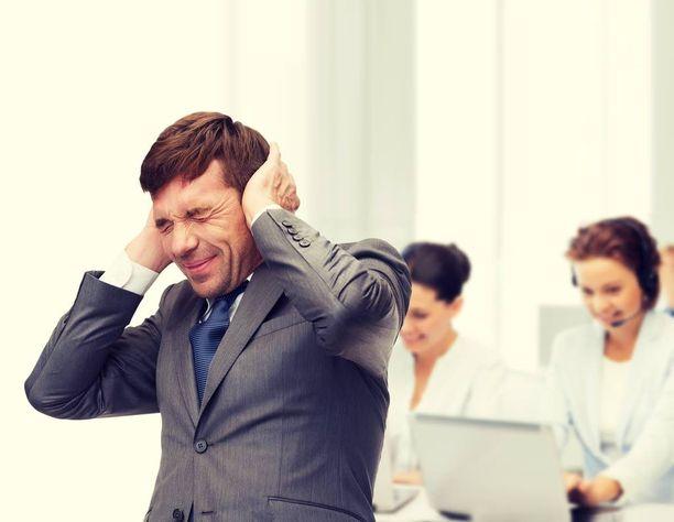Työpaikan melu häiritsee monia.