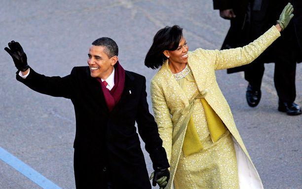 Barack ja Michelle Obama virkaanastujaisparaatissa.
