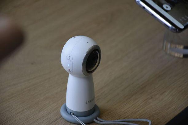 Puhelimen lisäksi Samsung julkisti uuden version 360-kamerastaan.