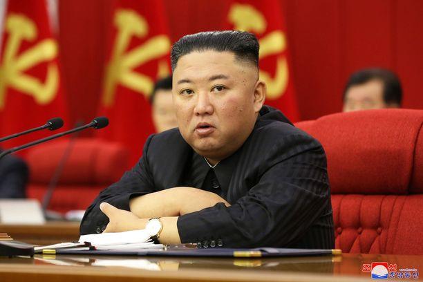 Kim Jong-unin on raportoitu laihtuneen huomattavasti viime aikoina. Tiedossa ei ole, onko maan ahdingolla tekemistä asian kanssa.