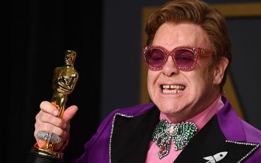 """Elton John keräsi olohuonekonsertilla miljoona euroa: """"Olen niin ylpeä..."""""""