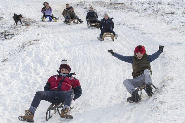 Kosovossa lumi toi myös riemua.