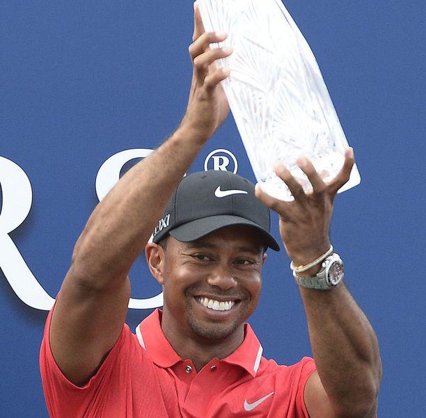 Tiger Woods sai kirkkaan palkinnon Floridassa.
