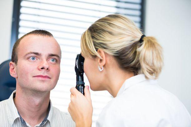 Pienikin haavauma silmässä voi sameuttaa näköä ohimenevästi.
