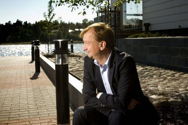 Sipoonrannan rakennusprojektin käynnistänyt liikemies-kansanedustaja Hjallis Harkimo on nykyään rakennuttajayhtiön vähemmistöosakas ja hallituksen puheenjohtaja. Kuvassa Harkimo Sipoonrannassa vuonna 2011.