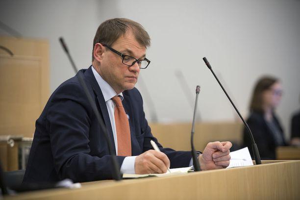 Pääministeri Juha Sipilä kiistää, että hallitus olisi hätiköinyt lakeja valmistellessaan.