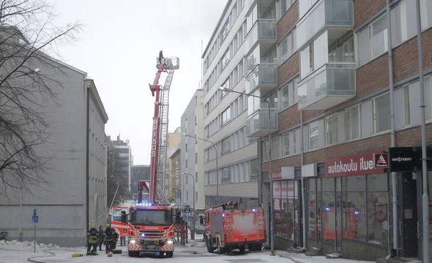 Tampereen kerrostalopalon Sammutus- ja pelastustöihin osallistui yli 100 henkilöä.