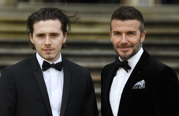 Brooklyn edusti isänsä David Beckhamin kanssa huhtikuussa.