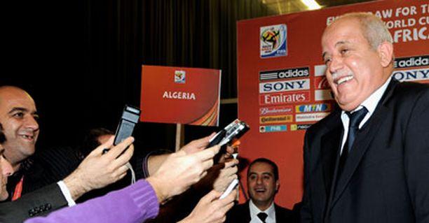 Algerian päävalmentaja Rabah Saabane häkeltyi toimittajatulvasta.