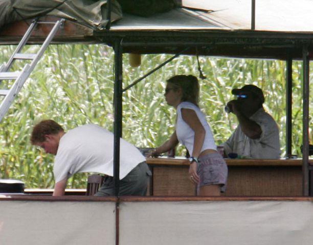 Prinssi Harry ja Chelsy lomailevat Afrikassa vielä joitain viikkoja.