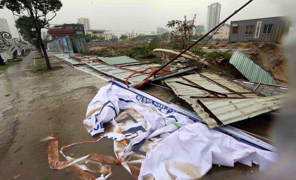Taifuuni teki tuhojaan myös pääkaupunki Hanoissa.