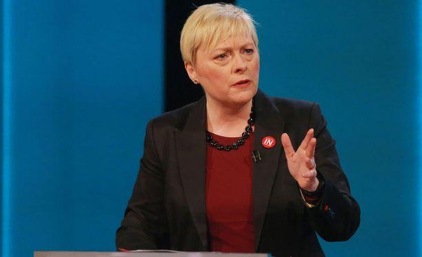 Angela Eagle haastaa Jeremy Corbyn työväenpuolueen puheenjohtajakisassa.