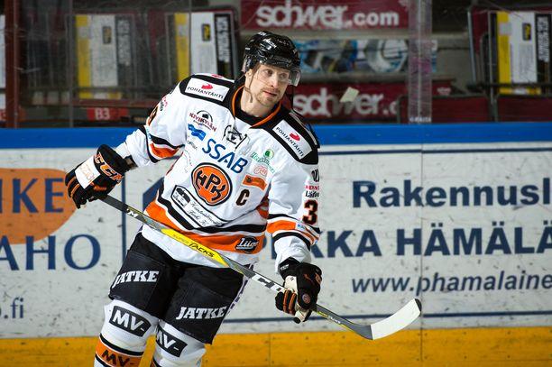 Niko Kapanen toimi peliuransa viimeisellä kaudella HPK:n kapteenina.