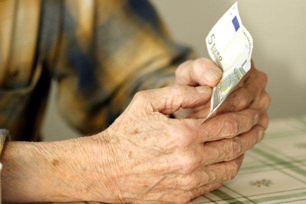 Köyhyys vaikuttaa ihmisen elämään lukuisilla tavoilla. Puolet raportin vastaajista oli joutunut rahan puutteen vuoksi pelkäämään ruuan loppumista. Kuvituskuva