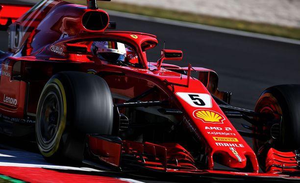 Sebastian Vettel piti kovinta kiirettä Katalonian moottoriradalla.