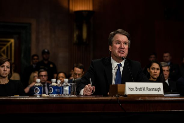 Kavanaugh oli todistuksensa aikana moneen otteeseen silmin nähden vihainen. Hänen temperamenttinsa sopivuutta korkeimman oikeuden tuomariksi on myös pohdittu julkisuudessa.