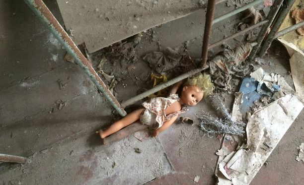 Ukrainalaiset lääkärit ja tiedemiehet varoittavat yhä 30 vuotta voimalaonnettomuuden jälkeen radioaktiivisista elintarvikkeista.