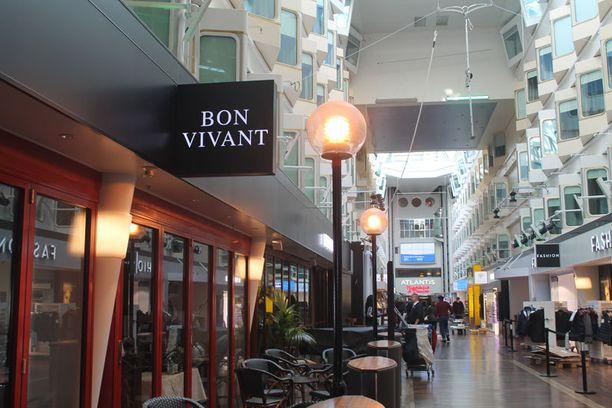 Osa ravintoloista säilyi muuttumattomana, myös klassinen Bon Vivant.