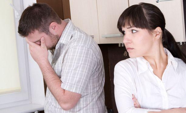 Kumppanisi voi olla se oikea, vaikka nyt ei tuntuisi siltä. Lapsiperheessä kumppanit voivat yksinkertaisesti olla niin haastavassa tilanteessa, ettei toisen perustarpeita kykene täyttämään. Tämä johtaa ikäviin oireisiin ja riitoihin, joiden perimmäisiä syitä ei heti tiedosta, mutta jotka ovat täysin ymmärrettäviä.