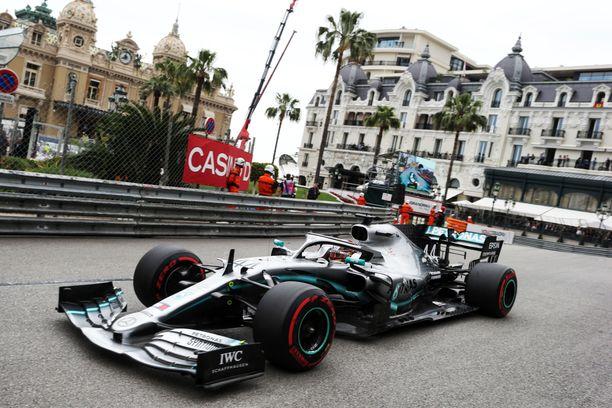 Lewis Hamilton oli Monacon avaustreenien nopein.