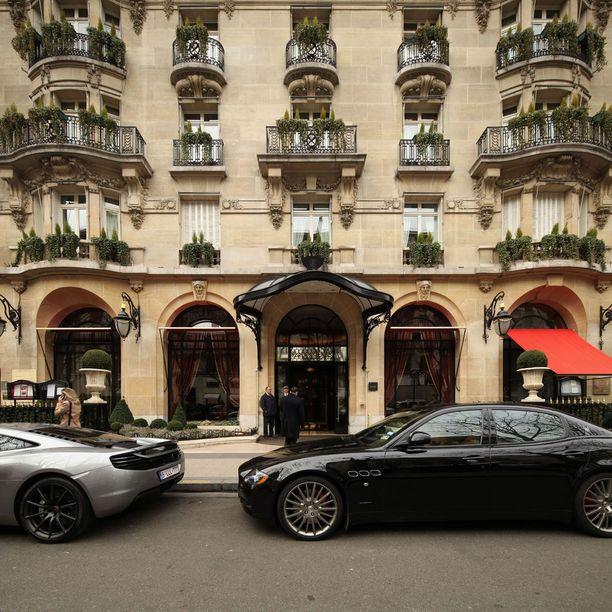 Perinteikäs Hôtel Plaza Athénée Pariisissa tarjoaa asiakkaille monenlaista hemmottelua.