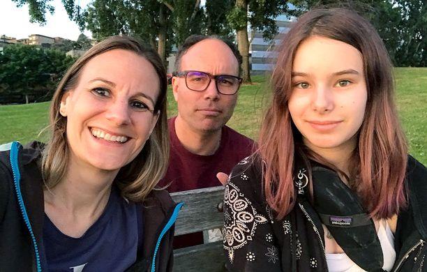 Jessica Share, hänen lapsensa isä Aaron Long ja tytär Alice.