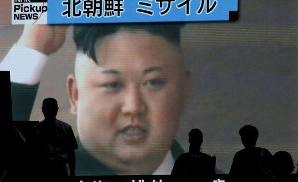 Diktaattori Kim Jong-un pitää itsepäisesti kiinni YK:n tuomitsemasta ohjusohjelmasta. Viimeisin ohjuskoe kiristää jännitteitä entisestään.