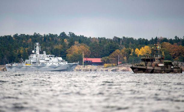 Mahdollista sukellusvenettä on etsitty Tukholman saaristossa viime viikosta lähtien.