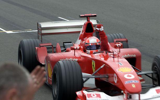 Schumacher niitti menestystä Ferrarin ratissa vuosituhannen ensimmäiset kaudet.