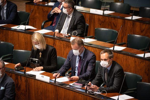 Kansanedustajia eduskunnan täysistunnossa. Arkistokuva viime syyskuulta.