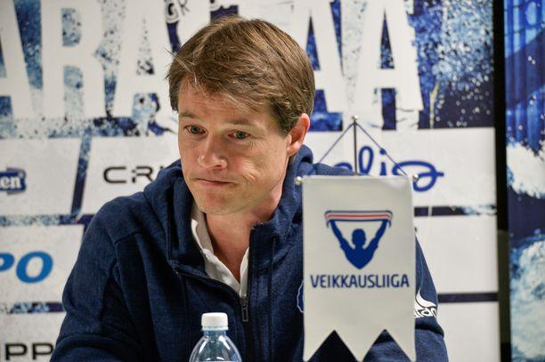 Surkeat tulokset ovat ajaneet Mika Lehkosuon hankalaan asemaan.