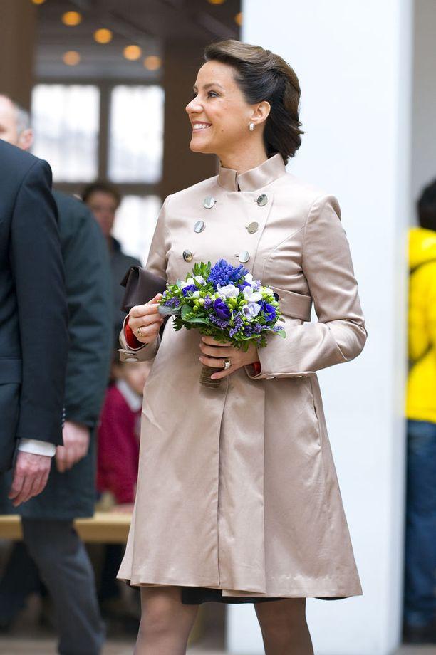 Tanskan prinsessa Marie saa usein kehuja tyylistään. Vuonna 2009 Marie edusti, yllättäen, takkimekossa, jossa oli hauska kaksirivinapitus ja korkea kaulus.
