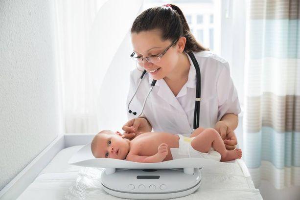 Enemmistö tutkimukseen osallistuneista vanhemmista toivoi, että sama terveydenhoitaja voi huolehtia perheestä äitiysneuvolassa ja lastenneuvolassa.