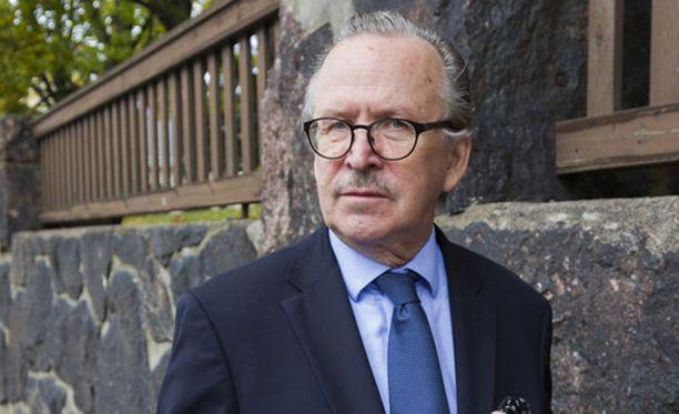 Alpo Rusi toimi vuodesta -94 vuoteen -99 silloisen tasavallan presidentti Martti Ahtisaaren ulkopoliittisena neuvonantajana.