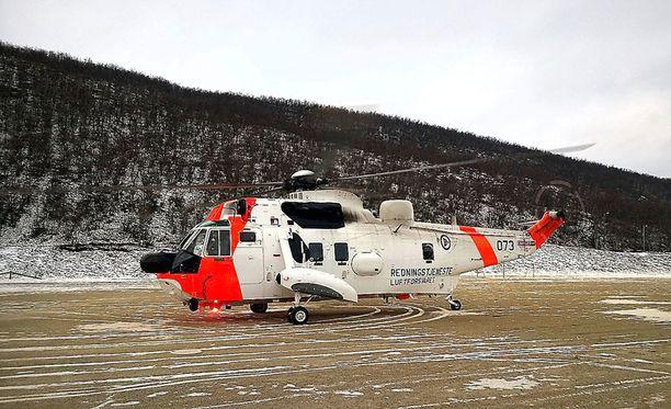 Lapin Kansan mukaan Norjan puolustusvoimien helikopteri lähti kuljettamaan uhria sairaalaan noin kello 14.00.